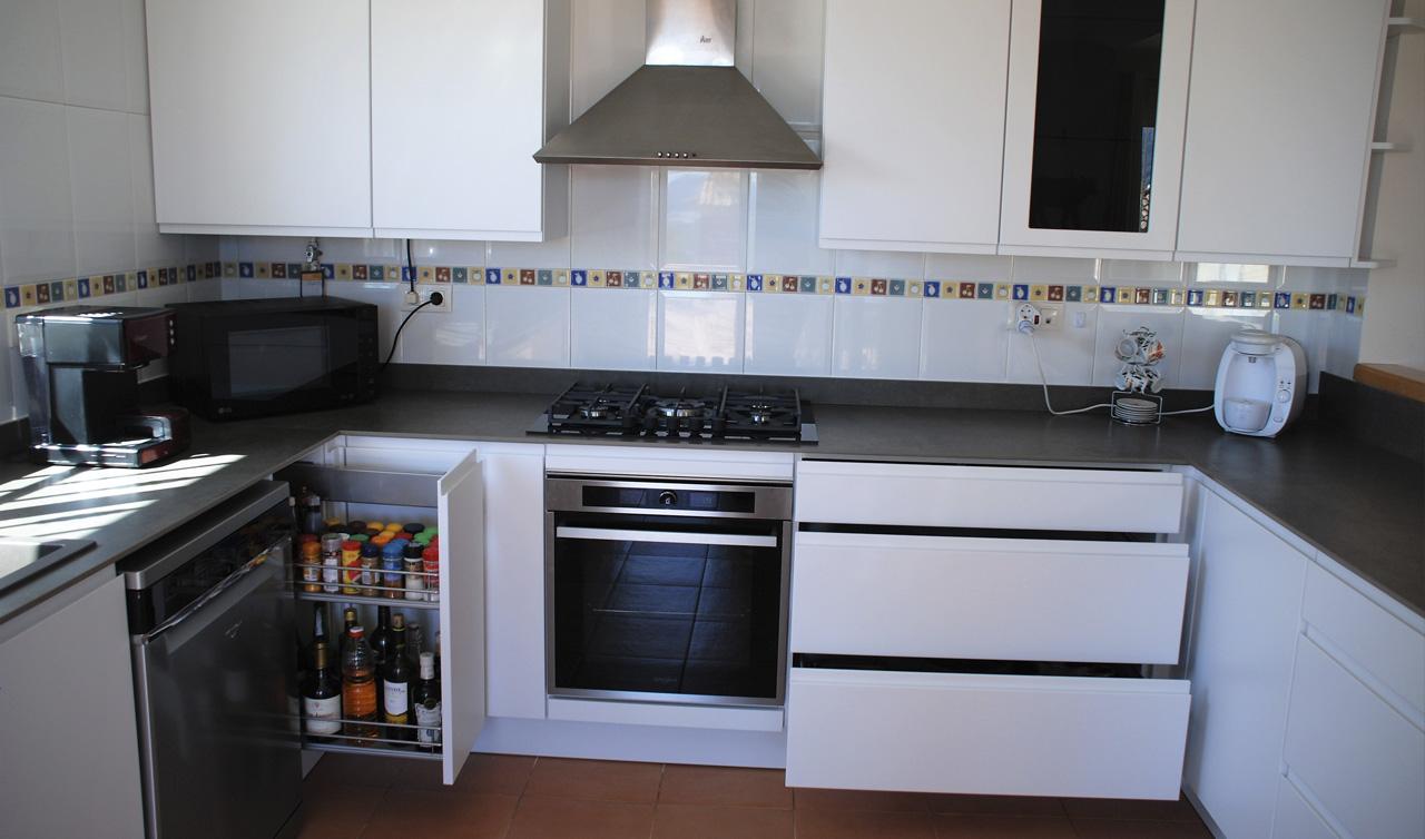 Küchentime Inline Alpine White in Polop