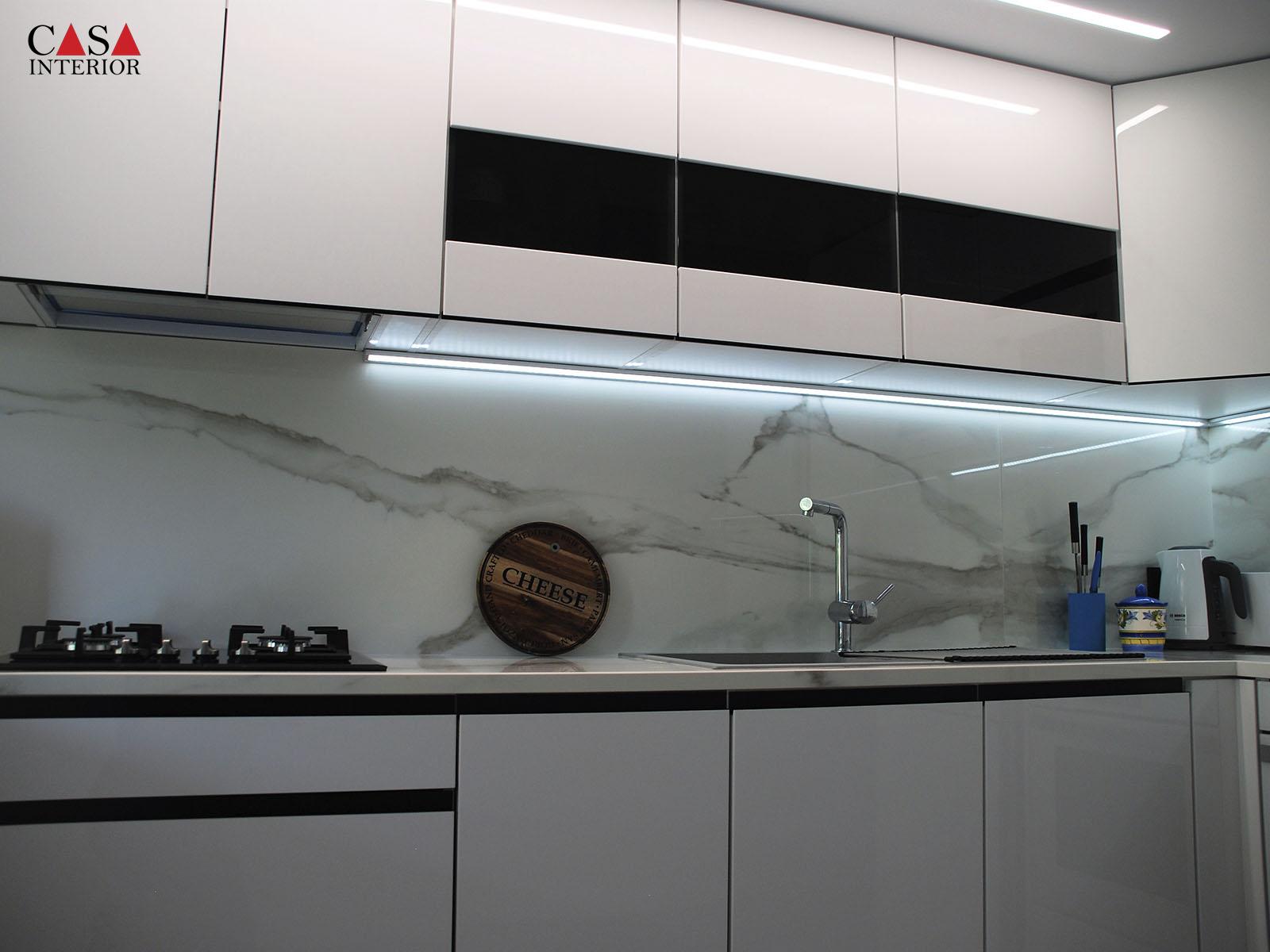 Küchentime Lux XL Alpine White Glossy in Albir