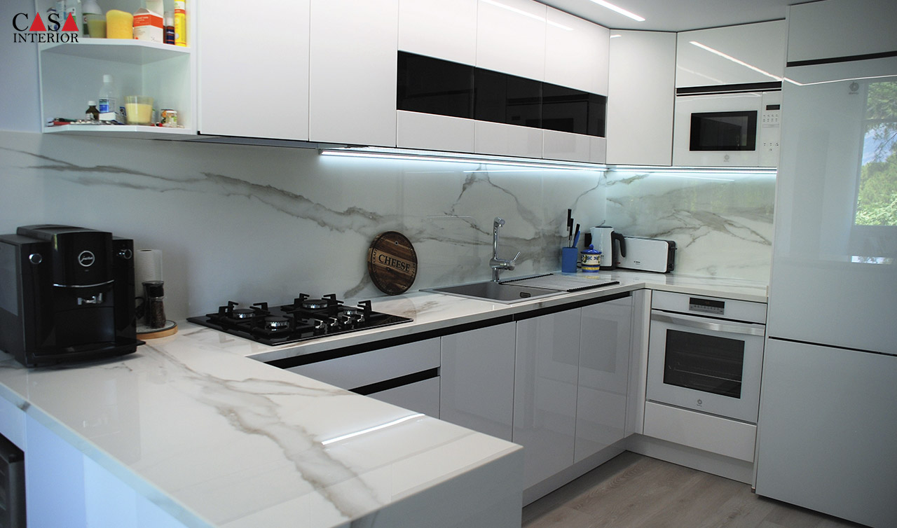 Küchentime Lux XL Alpine White Glossy in Albir